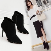 短靴女 韓版女鞋 冬季鉚釘尖頭高跟女靴短靴及裸靴百搭加絨馬丁靴高跟細跟靴子《小師妹》sm4245