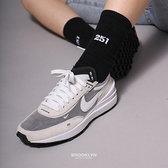 NIKE 休閒鞋 WAFFLE ONE 淺灰 小SACAI 解構 輕量 女 (布魯克林) DC2533-102