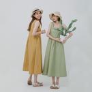 純色方領無袖長洋裝 選用滑滑的棉質布料 腰部做了碎褶設計 散發慵懶可愛氛圍