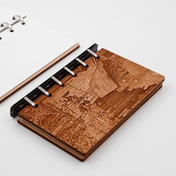 【南紡購物中心】台灣檜木 藝術板畫活頁筆記本-梵谷 夜間的露天咖啡館 芬多森林