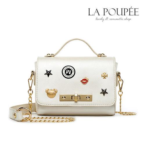 側背包  時尚可愛徽章裝飾小方包 3色-La Poupee樂芙比質感包飾 (預購+好禮)