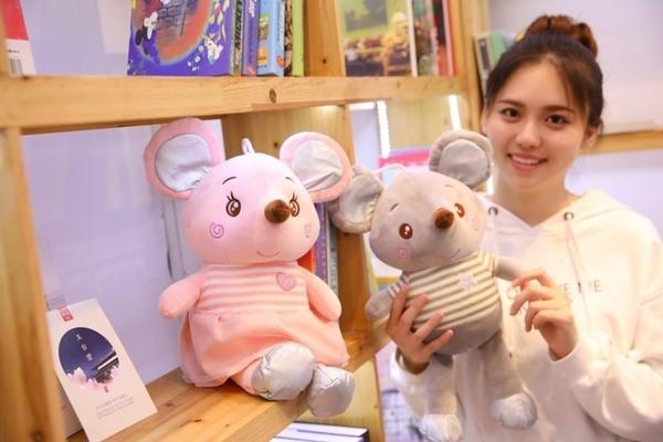 【45公分】愛心老鼠娃娃 鼠寶寶抱枕 玩偶 聖誕節交換禮物 生日禮物 婚禮小物 情人節 鼠年行大運