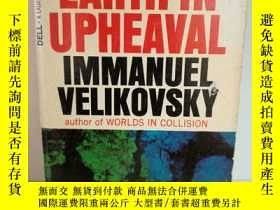 二手書博民逛書店Earth罕見in Upheaval by Immanuel V