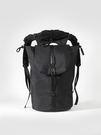 擁有大容量的背包, 還帶有一個可拆分的精緻防水帽。 內夾層設計13吋筆電夾層