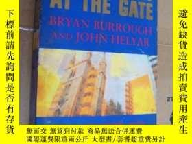 二手書博民逛書店Barbarians罕見at the Gate:The Fall
