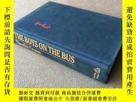 二手書博民逛書店The罕見Boys on the Bus (英語 布面精裝)Y2