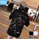 【V2868】shiny藍格子-夏日玩樂.個性字母潑漆塗鴉印花寬鬆上衣
