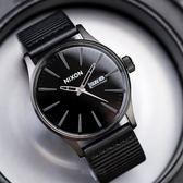 【人文行旅】NIXON | A105-1147 SENTRY LEATHER 簡約低調皮革腕錶