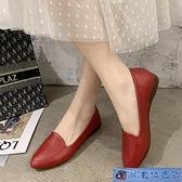 軟底單鞋女春秋季新款軟皮休閒皮鞋女尖頭工作鞋淺口平底女鞋紅色 3C數位百貨