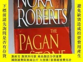 二手書博民逛書店The罕見Pagan StoneY85718 Nora Robe