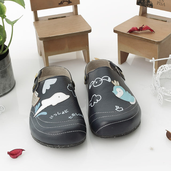 【Jingle】小海豚樂園前包後空軟木鞋(深藍色大人款)