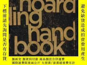 二手書博民逛書店The罕見Hoarding Handbook: A Guide For Human Service Profess