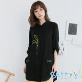 betty's貝蒂思 可愛對話框口袋兔子繡線寬鬆長版襯衫(黑色)