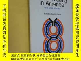 二手書博民逛書店英文原版罕見Politics of Policy Making in America: Five Case Stu