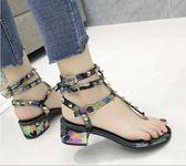 夾腳涼鞋 波西米亞風 羅馬涼鞋女 中跟韓版平底夾腳鉚釘鞋百搭  綠光森林