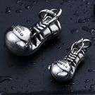 《 QBOX 》FASHION 飾品【C10BP8-148】精緻個性立體拳頭造型鑄造鈦鋼墬子項鍊