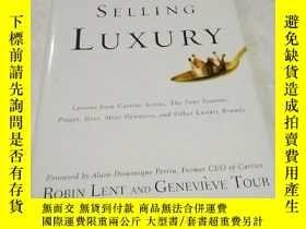 二手書博民逛書店Selling罕見Luxury: Connect with Af