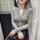 早春新款V領交叉鏤空扭結修身顯瘦蕾絲打底衫性感打底女上衣  【快速出貨】