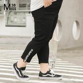 Miss38-(現貨)【A04206】大尺碼內搭褲 彈力黑褲 褲腳字母織帶 鬆緊腰顯瘦 七分褲 打底褲- 中大尺碼