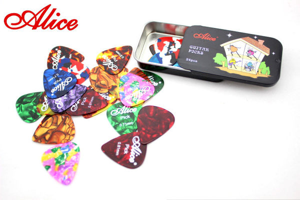【小叮噹的店】A011A  Alice 長方型金屬彈片PICK盒(內含24片PICK)