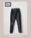 窄管褲NEWLOVER【161-6515】高腰排釦刷破窄管褲S-XL