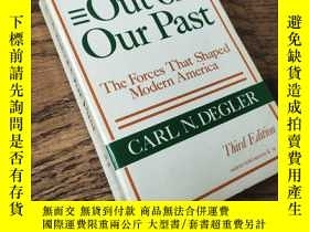 二手書博民逛書店Out罕見of Our Past--- The Forces That Shaped Modern America