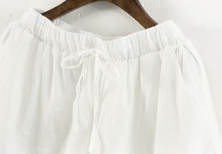 ☆莎lala 【E224-0495 】日系棉麻短褲-(現)刺繡鏤空蕾絲邊內搭短褲(SIZE:M~L)