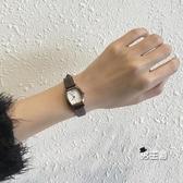 流行女錶手錶女簡約正韓復古文藝學院風小錶盤防水皮帶女錶 快速出貨