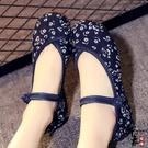 布鞋坡跟小碎花民族風繡花鞋廣場舞蹈鞋媽媽女休閒單鞋 萬聖節鉅惠