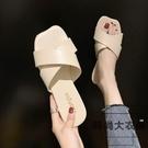 涼拖鞋一字拖女夏季拖鞋時尚平底交叉帶半拖鞋外穿【時尚大衣櫥】