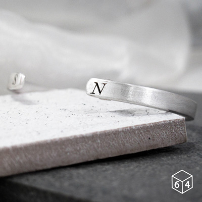 訂製手環/手鐲  刻字姓名縮寫-B 手環(小) 英文 文字 999純銀C型手環-64DESIGN