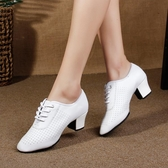 白色拉丁舞鞋女真皮成人軟底練功鞋廣場舞水兵舞夏季跳交誼舞蹈鞋