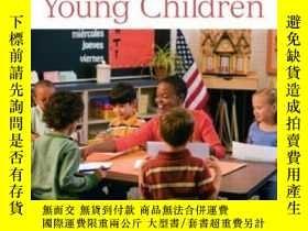 二手書博民逛書店Assessing罕見Young Children (4th E