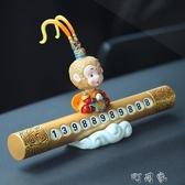 創意搖頭大聖汽車臨時停車牌車載挪車電話號碼卡車內裝飾用品擺件 交換禮物