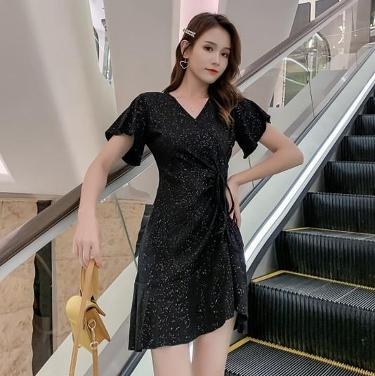 EASON SHOP(GW3141)實拍閃亮斜邊拉皺繫帶收腰小V領荷葉袖短袖魚尾連身裙洋裝女上衣服顯瘦短裙膝上裙