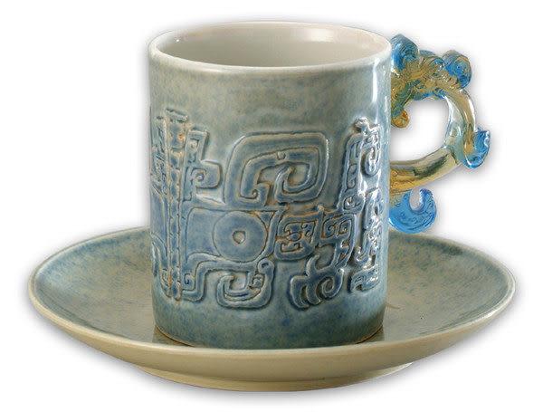 鹿港窯~陶瓷琉璃耳馬克杯系列【青瓷龍紋馬克杯】附精美包裝◆免運費送到家