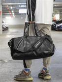 手提包包 獨立鞋位短途旅行包健身包潮女瑜伽運動訓練包男PU防水手提旅行袋 俏女孩