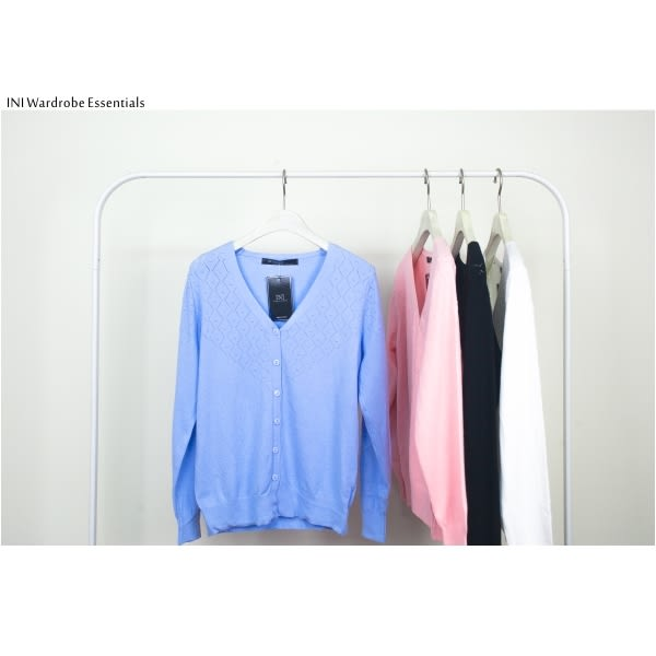 【INI】超值舒適、V領織紋質感針織外套.水藍色