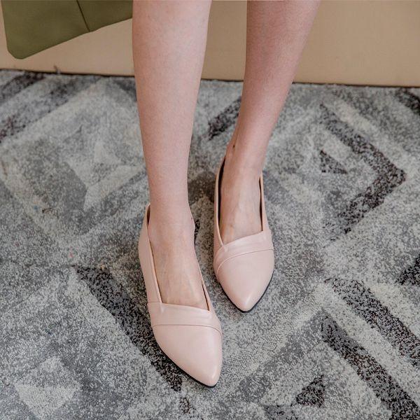 MIUSTAR 簡約經典不敗款!素面微尖頭軟皮革平底包鞋(共3色,23-25)【NH0734ZP】預購