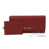 茱麗葉精品【全新現貨】MIU MIU 5MH109 浮雕LOGO全牛皮雙扣式長夾.紅