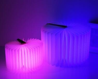 現貨 創意大號小號led翻頁書本燈 折疊小夜燈 充電款五彩變色翻頁燈