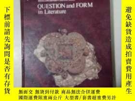 二手書博民逛書店QUESTION罕見and FORM in Literature