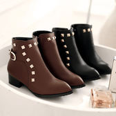 Dingle丁果大尺碼ღ明星款顯瘦鉚釘扣帶環低跟短靴子*2色