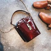 包包女新款潮漆皮手提單肩包韓版鉚釘百搭斜背水桶包color shop