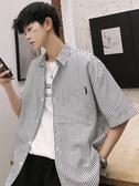 夏季條紋襯衫男短袖寬鬆韓版潮流日繫港風學生帥氣印花白襯衣 傑克型男館