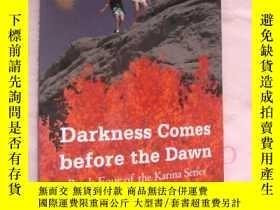 二手書博民逛書店Darkness罕見Comes before the Dawn