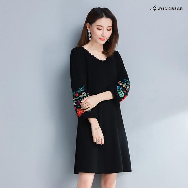 氣質洋裝--優雅精緻花草刺繡A字寬鬆修身顯瘦圓領長袖連衣裙(黑L-4L)-A346眼圈熊中大尺碼
