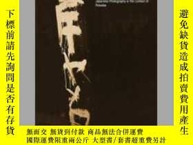 二手書博民逛書店Gaze罕見of Things: Japanese Photography in the Context of P