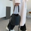 斜挎包小眾設計水桶包