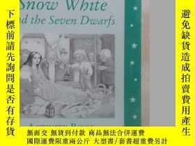 二手書博民逛書店英文書罕見Snow White and the Seven Dw